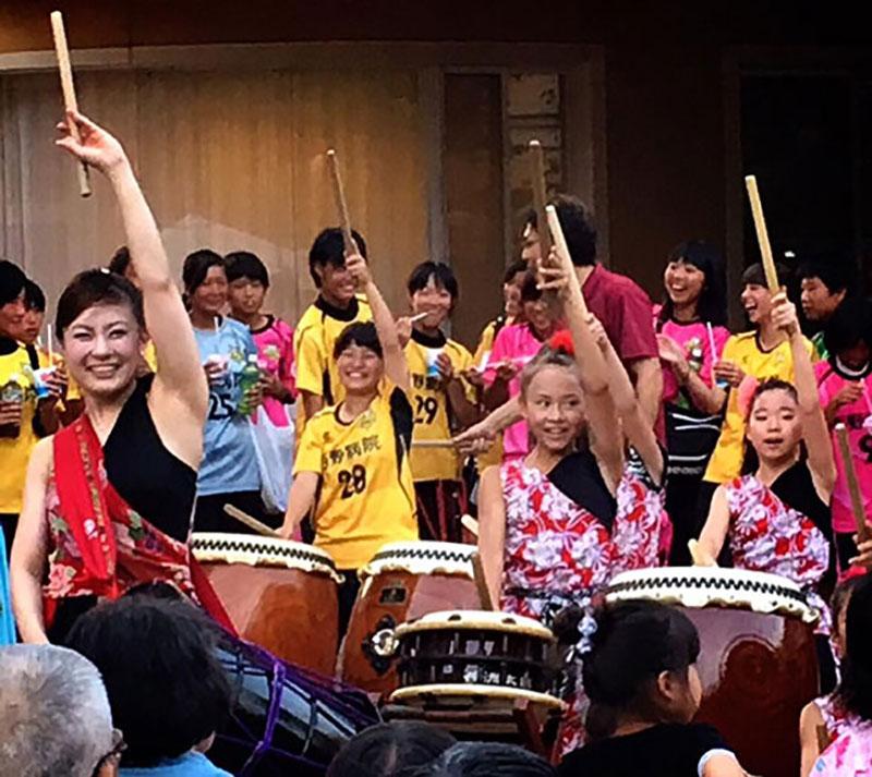 福祉施設での夏祭り アトラクション演奏 !!